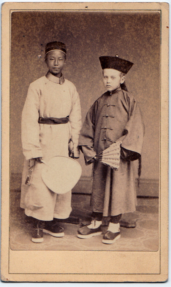 Liu Jiazhao, with an American friend, Arthur Ketcham. Image courtesy of the Mansfield Freeman Center for East Asian Studies, Wesleyan University, Middletown, Connecticut.