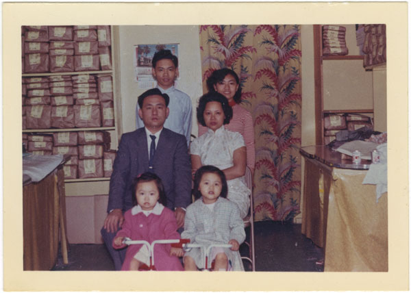 Chin family portrait. Courtesy of the family of Linda and Pang F. Chin.