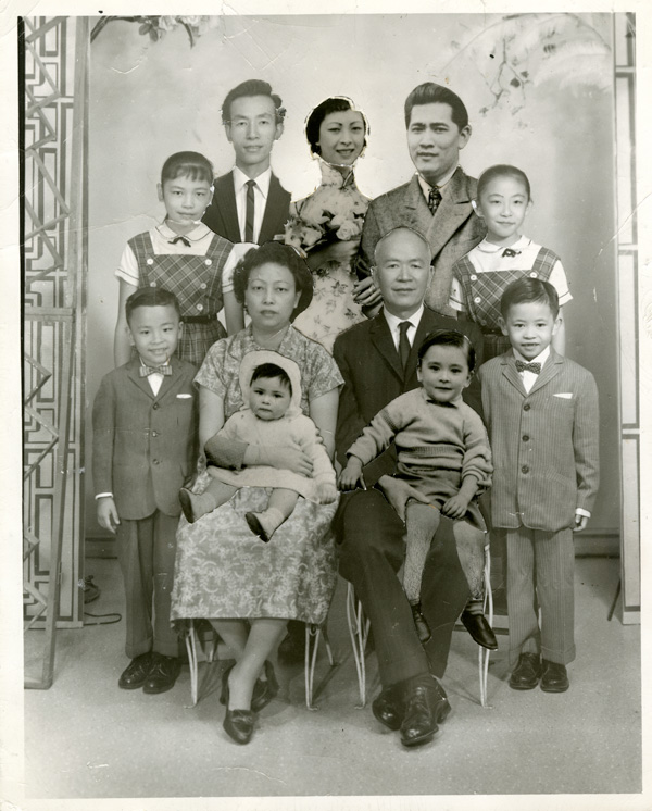 <strong><em>Low family portrait</em></strong><strong>, ca. 1961. Courtesy of Museum of Chinese in America (MOCA) Collection.</strong>