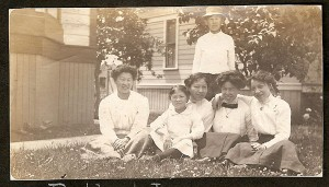 The Tape children and grandchildren, 1911. Courtesy of Alisa J. Kim.